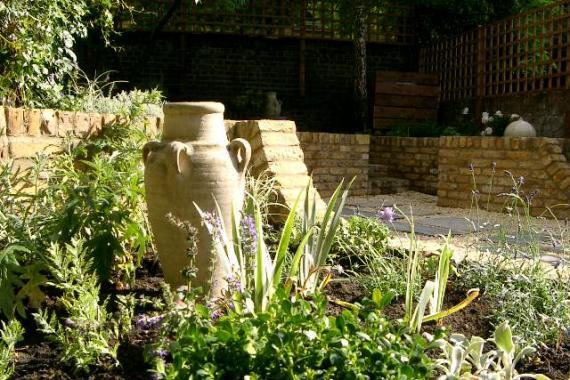 London-garden-on-levels